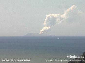 White Island mid-eruption of 9 December, 2019.