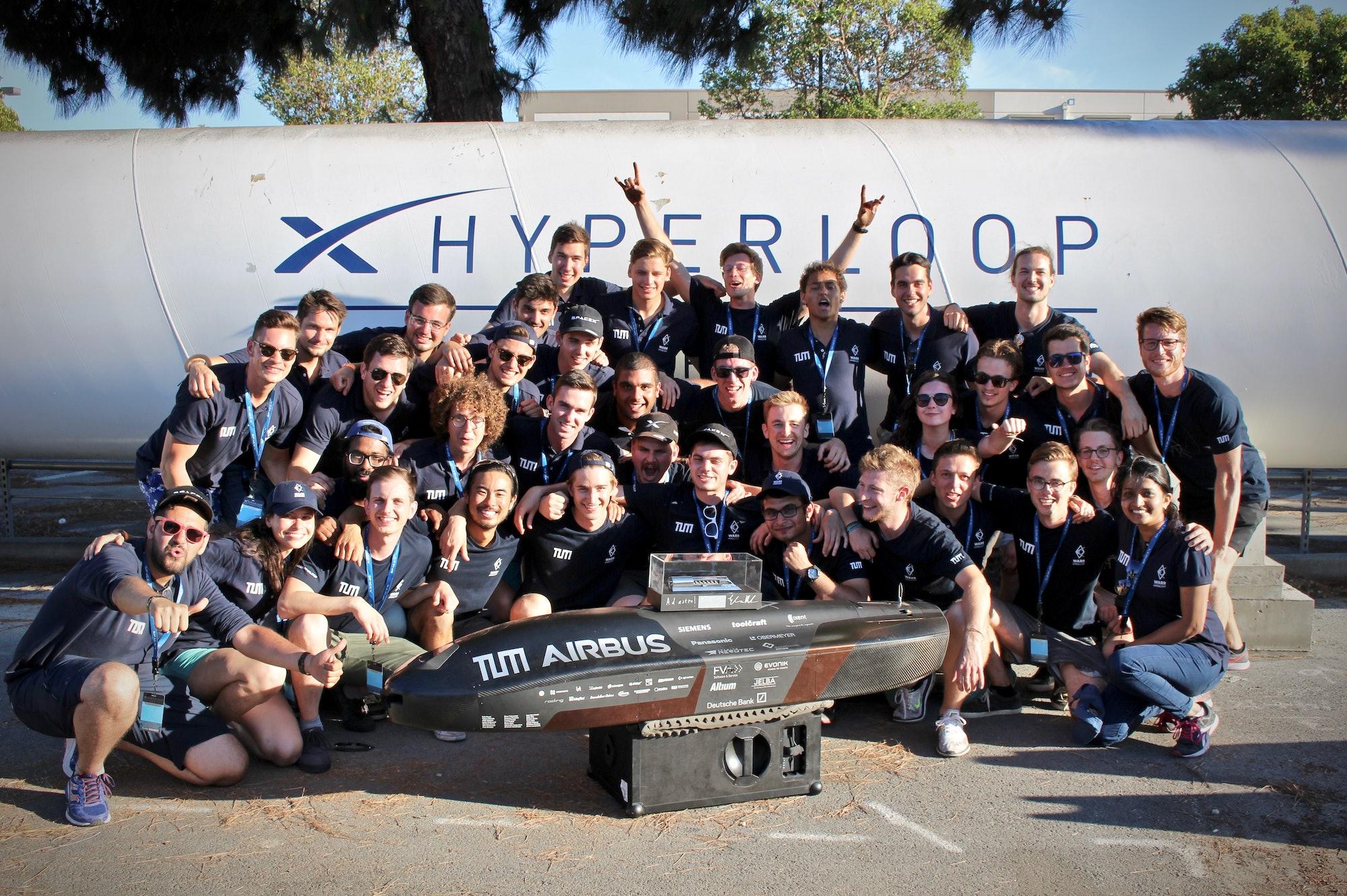 WARR Hyperloop group photo.