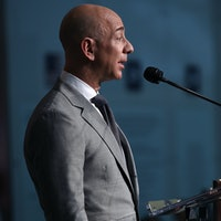 "Jeff Bezos Plays ""Starfleet Official"" in 'Star Trek Beyond' Cameo"