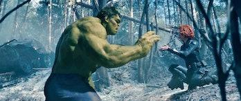 The Hulk (Mark Ruffalo) and Natasha Romanoff (Scarlett Johansson).