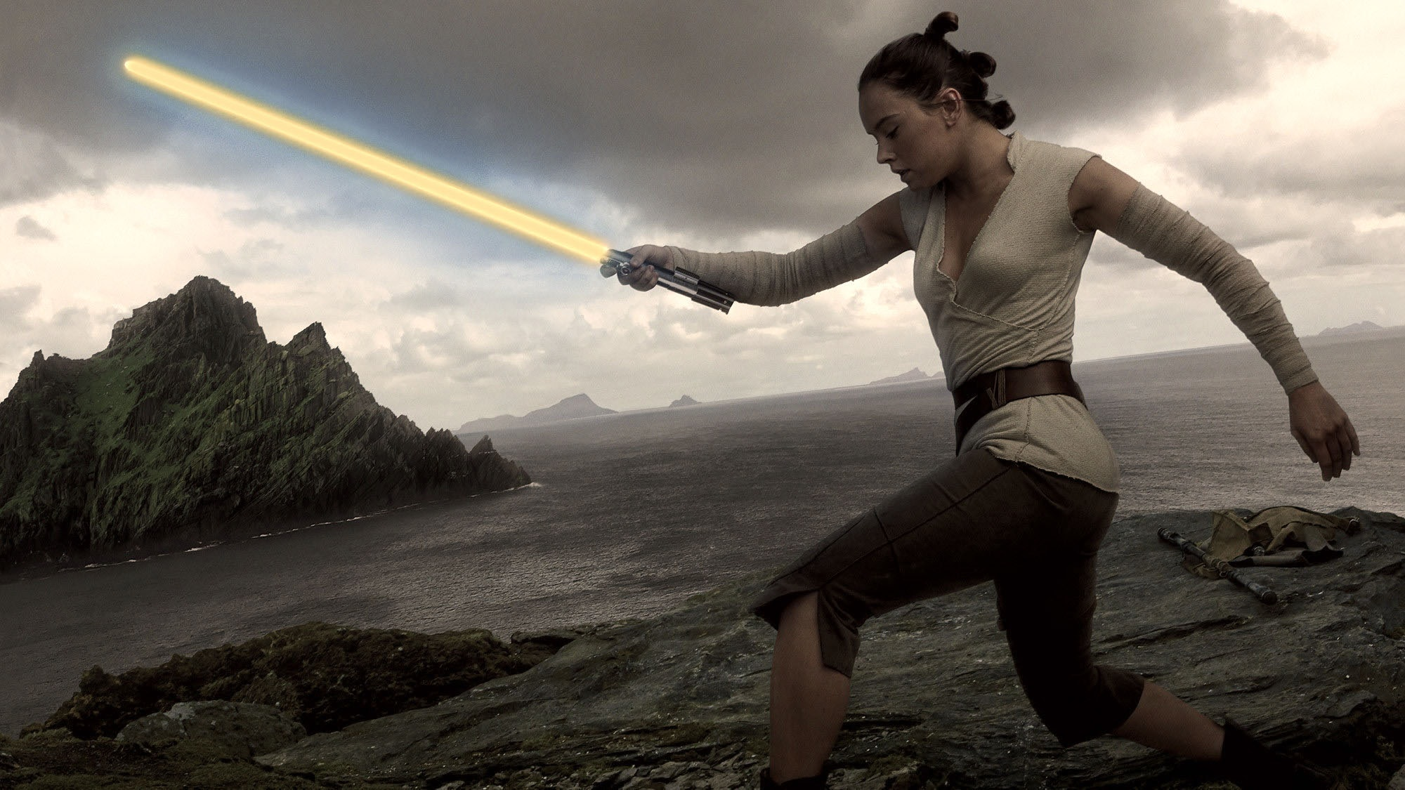 Rise Of Skywalker Rey S New Lightsaber May Come From A Prequels Villain