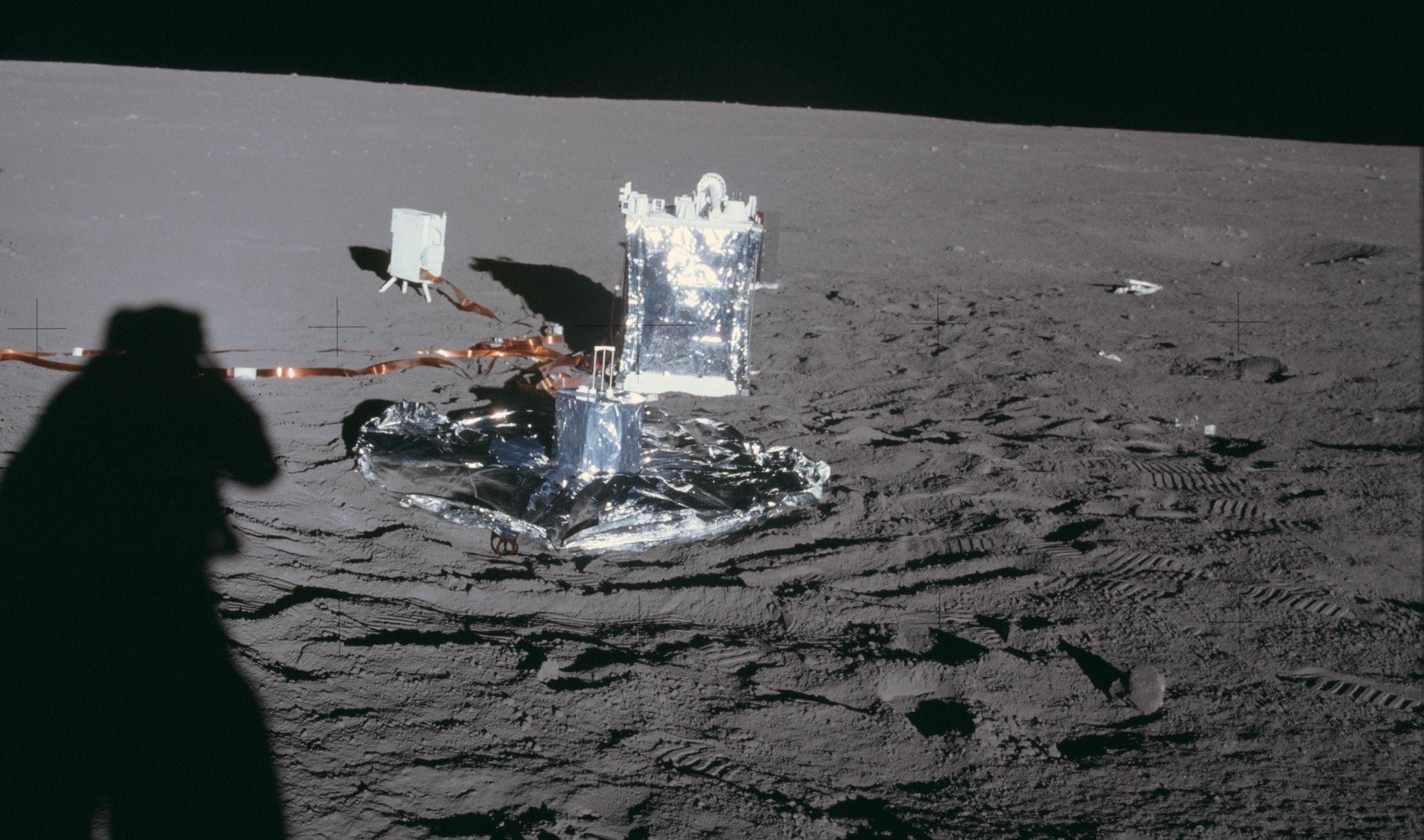 seismometer Apollo 14 moon