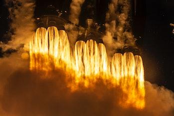 Falcon Heavy shooting off