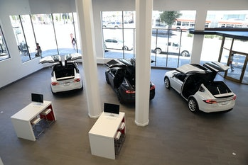 SAN FRANCISCO, CA - AUGUST 10: Three Tesla Model X's are displayed inside of the new Tesla flagship facility on August 10,2016in San Francisco, California. Tesla is opening a 65,000 square foot store, its largest retail center to date. The facility will offer sales and service of Tesla's electric car line. (Photo by Justin Sullivan/Getty Images)