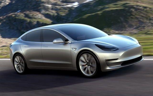 """Tesla Model 3: boom di prenotazioni! Arriva l'elettrica """"popolare""""!"""