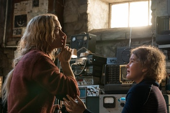 Evelyn Abbott(Emily Blunt) and her daughter Regan (Millicent Simmonds) hide from the monsters.