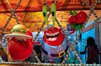 Make a burger at Nickelodeon's Kraby Shack