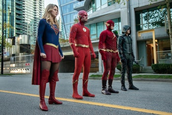 arrowverse supergirl arrow the flash elseworlds melissa benoist stephen amell john wesley shipp grant gustin green