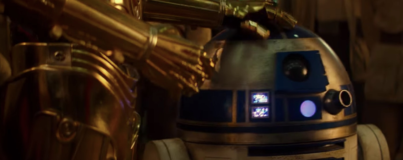 C-3PO calming R2-D2 down just like in 'A New Hope'