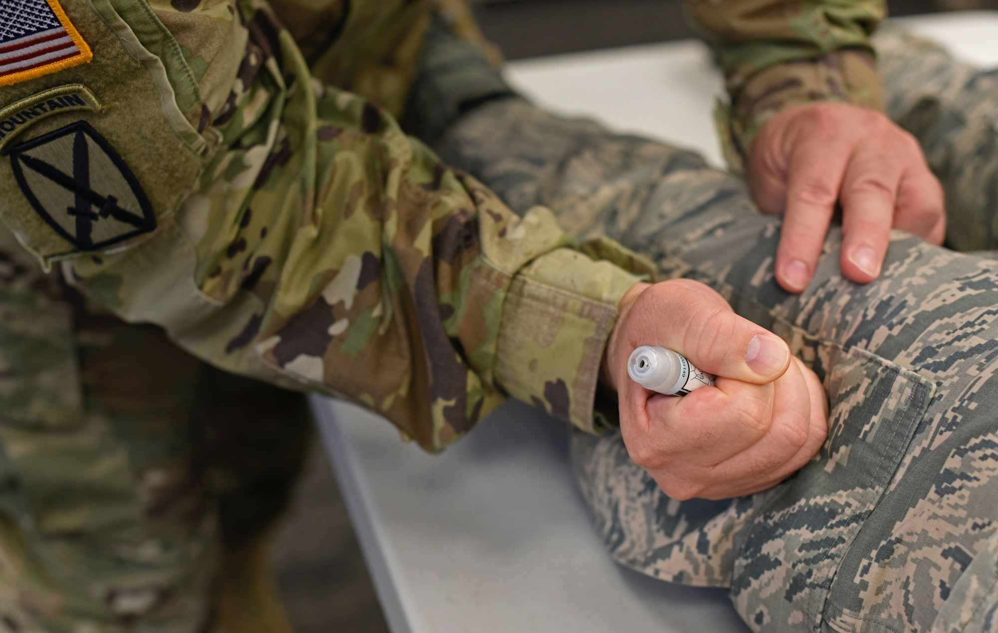 US army chief demonstrates how to use nerve agent antidote kit.