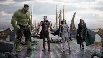 thor ragnarok revengers hulk thor valkyrie loki