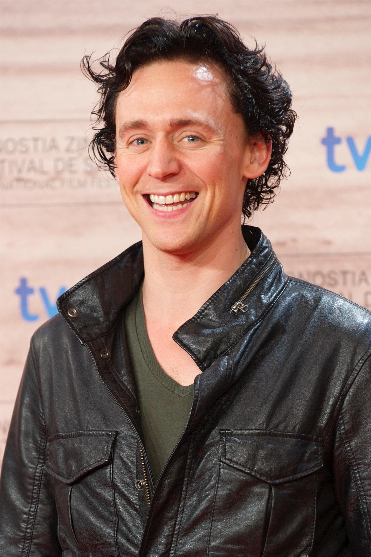 Ranking Tom Hiddleston S Hairstyles From Golden Retriever To Frizzy Rocker