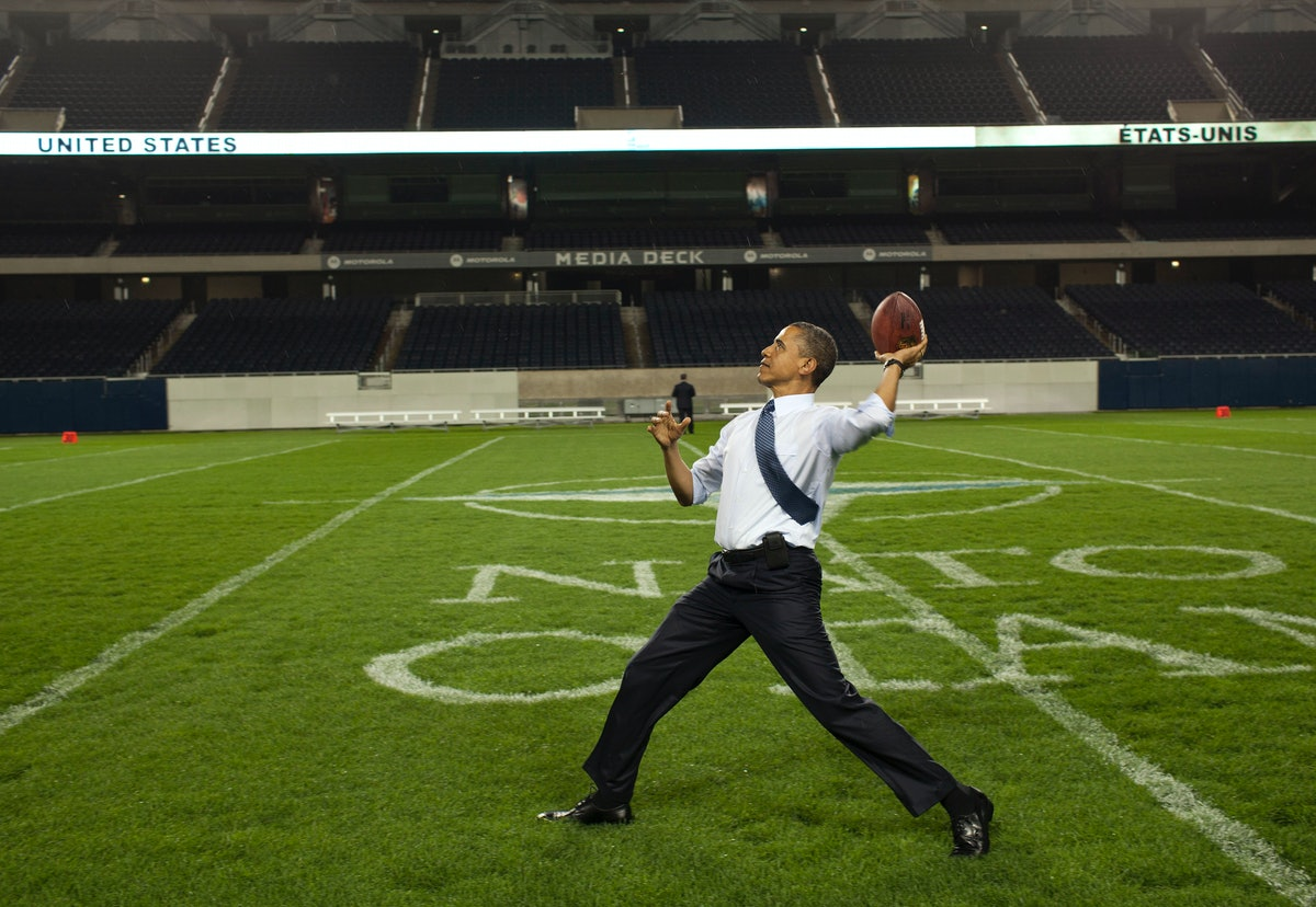 Video Of Obama Playing Football With Kids Shows The Former POTUS Has Major Skill