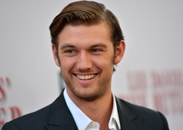 why isn 39 t alex pettyfer in 39 magic mike xxl 39 the actor is. Black Bedroom Furniture Sets. Home Design Ideas