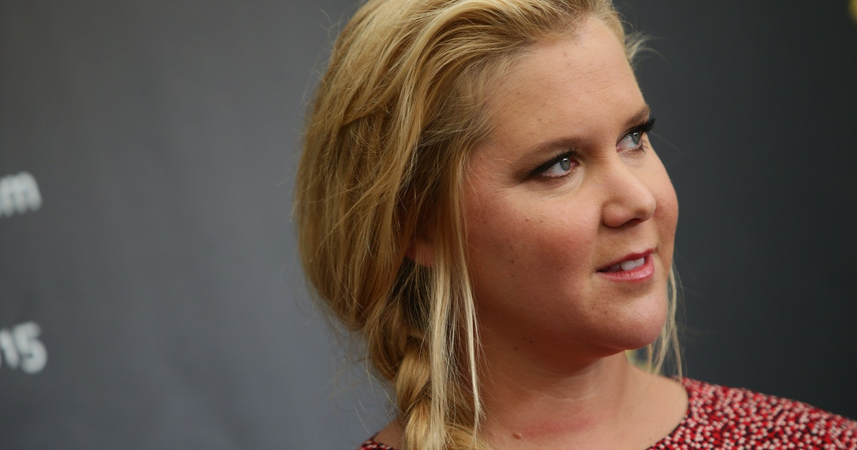Amy Schumer Can't Watch 'Handmaid's Tale' Anymore Now That She's A Mom & TBH, It Makes Sense