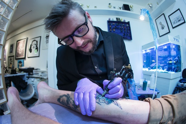 Getting your first tattoo 7 pieces of insider information for How bad does getting a tattoo hurt