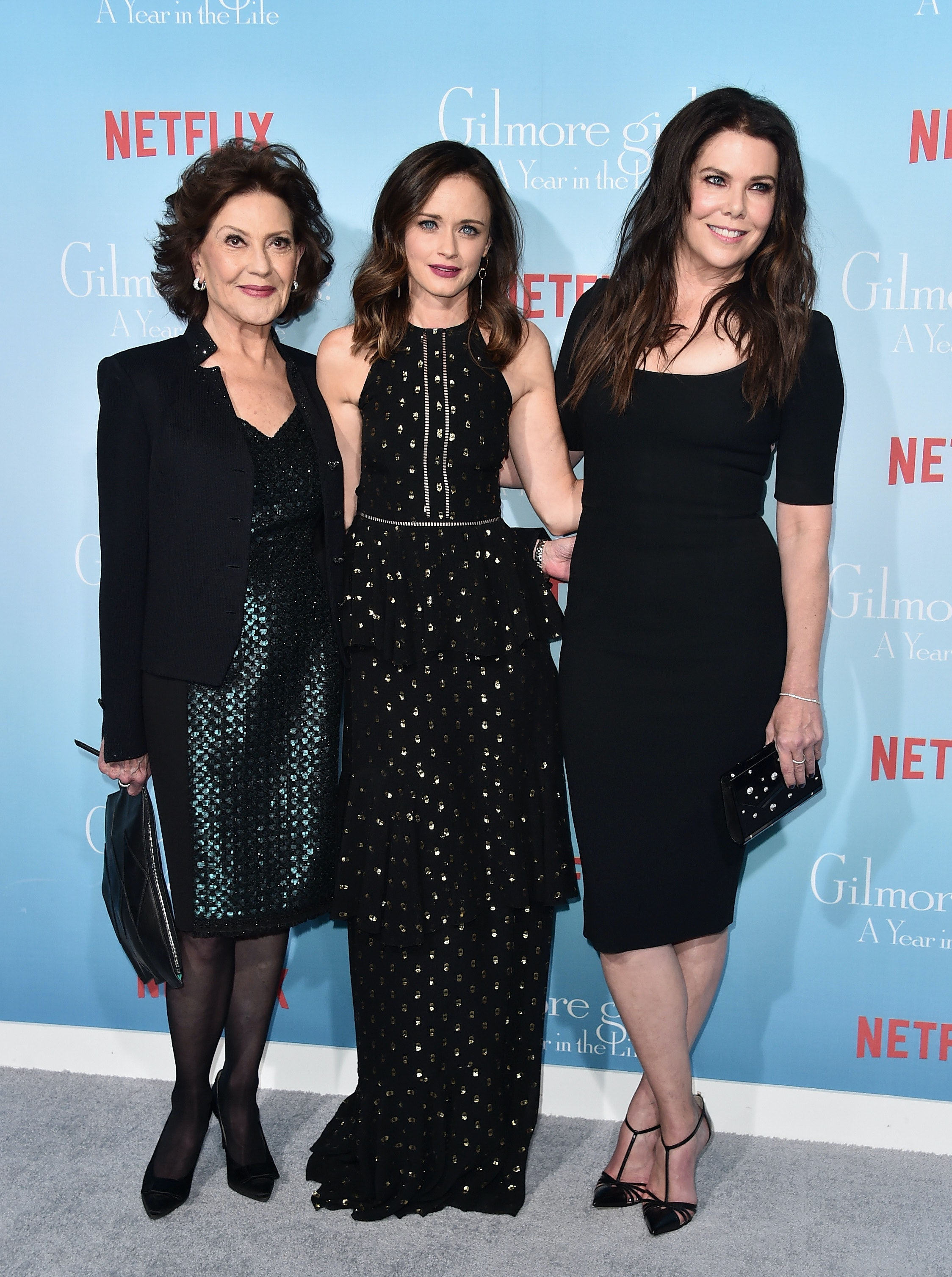 The Gilmore Girls A Year In The Life Premiere Proved That Even The Folks From Stars Hollow Can Look Impossibly Chic Photos