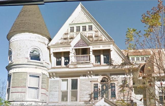 Dorrence House dibuat oleh seorang pendeta dan diambil oleh seorang pebisnis, William H. Dorrance sekira akhir 1800-an.