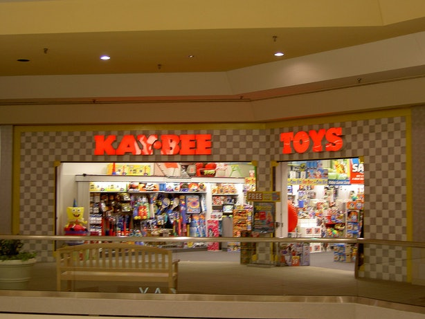 10 '90s Mall Stores That Don't Exist Anymore