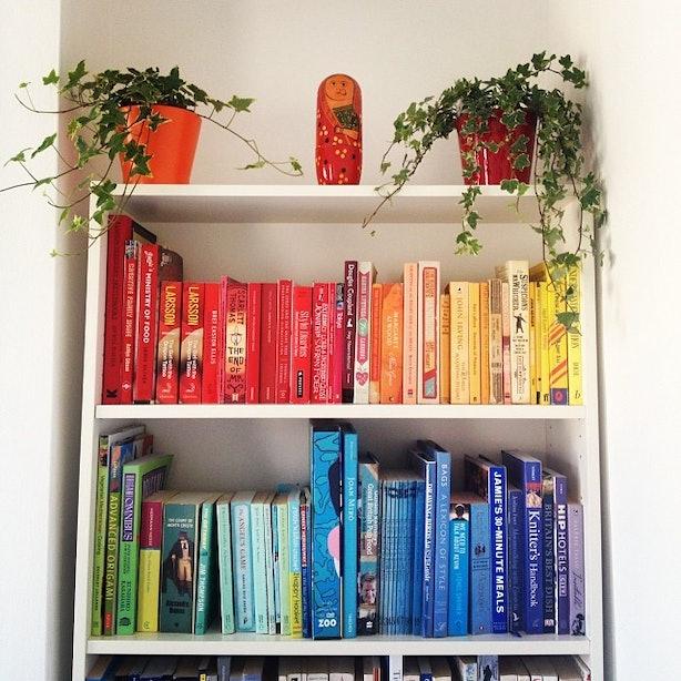 23 Rainbow Bookshelf Photos To Inspire Your Library