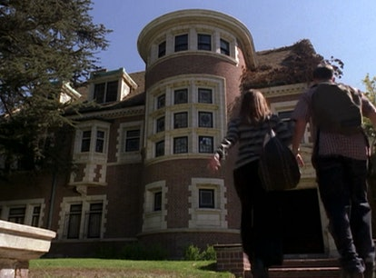 9 Things You Never Noticed About The American Horror Story Pilot