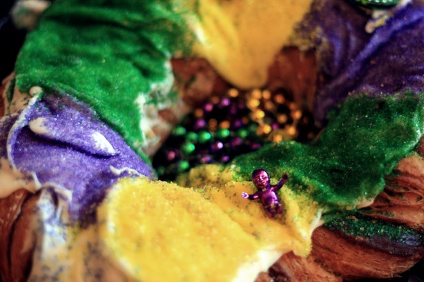 what do each of the mardi gras colors mean here 39 s why you see so much green purple and gold. Black Bedroom Furniture Sets. Home Design Ideas
