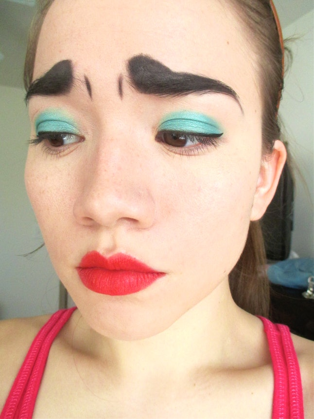 how to make your liquid eyeliner stay on