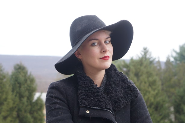 how to wear a hat with short hair