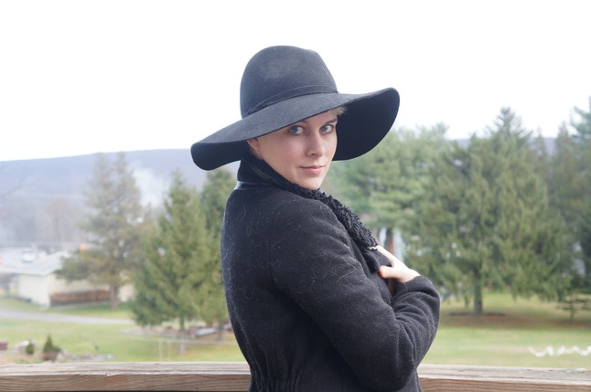 a8128cd6f6c How To Wear A Hat With Short Hair   Look Positively Adorable — PHOTOS