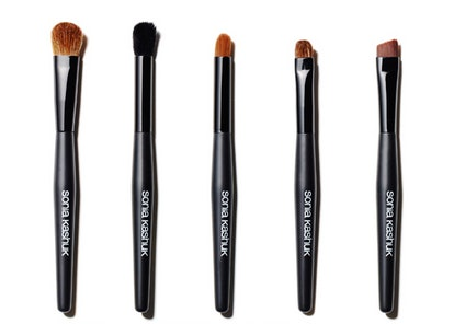 what kind of makeup brush should you use here's the