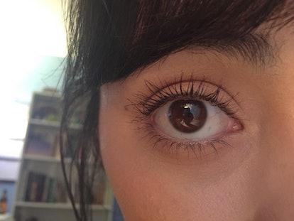 This is how applying waterproof mascara before regular mascara works to keep eyelashes curled.