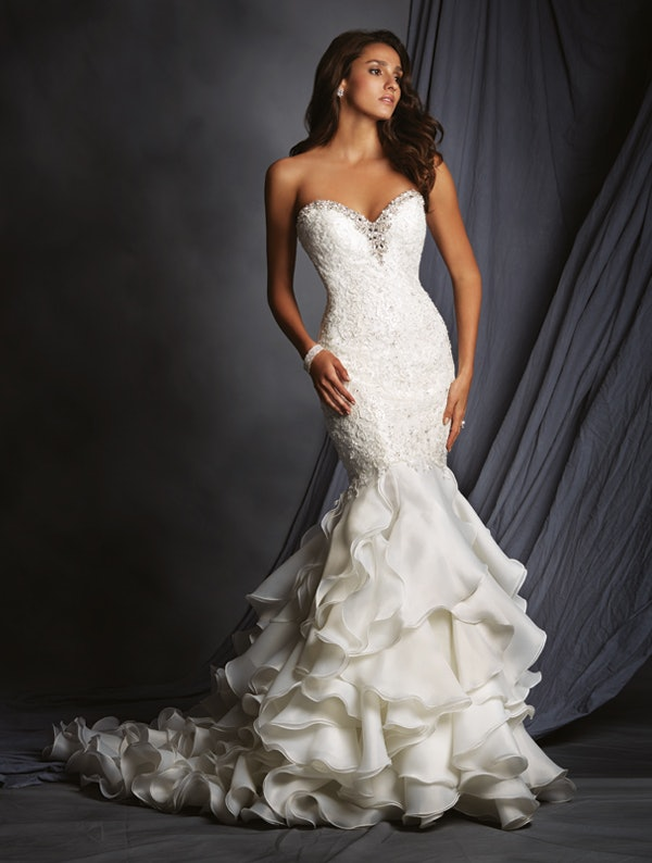 These 8 plus size wedding gown designers are perfect for for Full body wedding dress