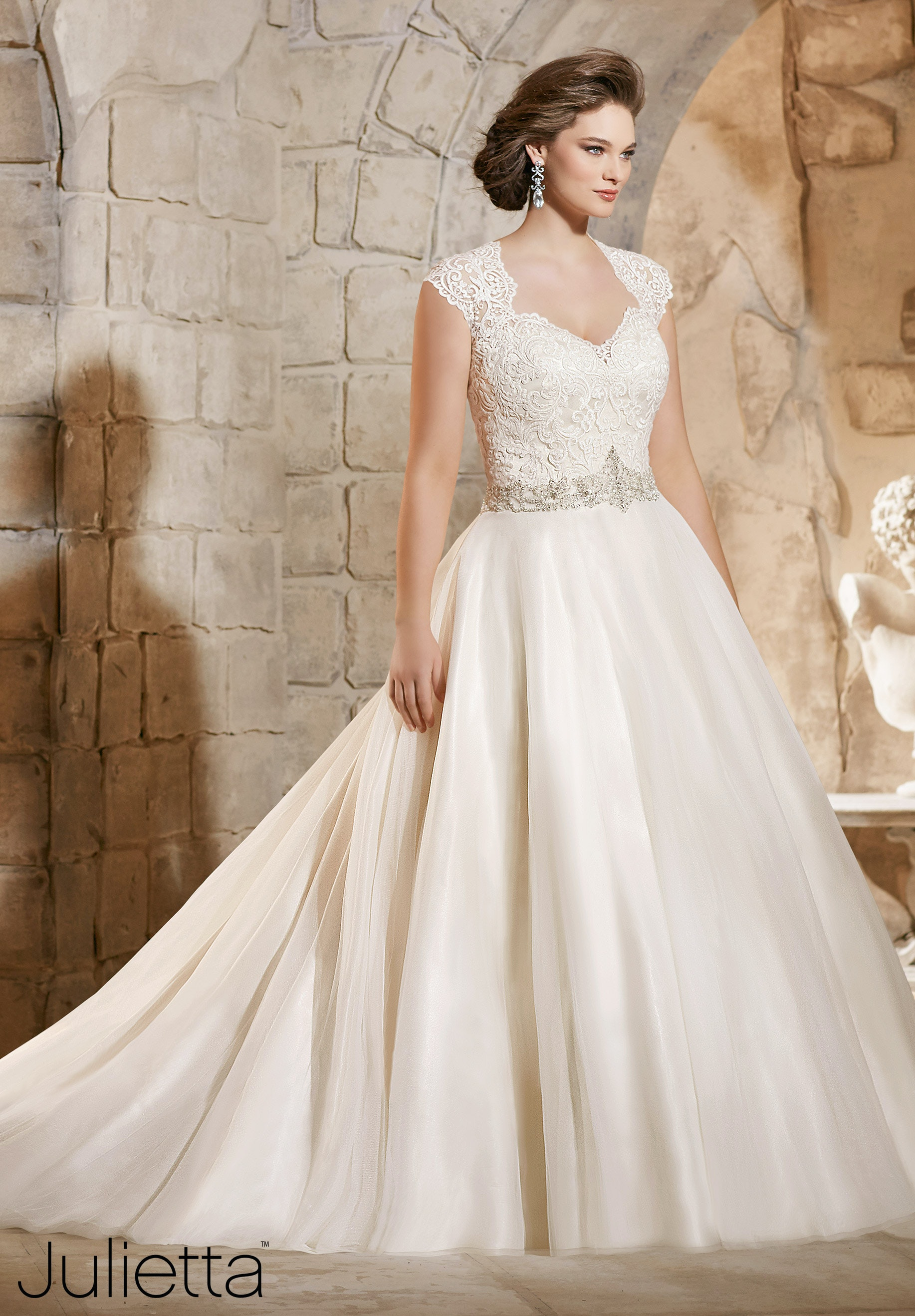 These 8 Plus Size Wedding Gown Designers Are Perfect For Body Positive Brides Photos,White Silk Ball Gown Wedding Dress
