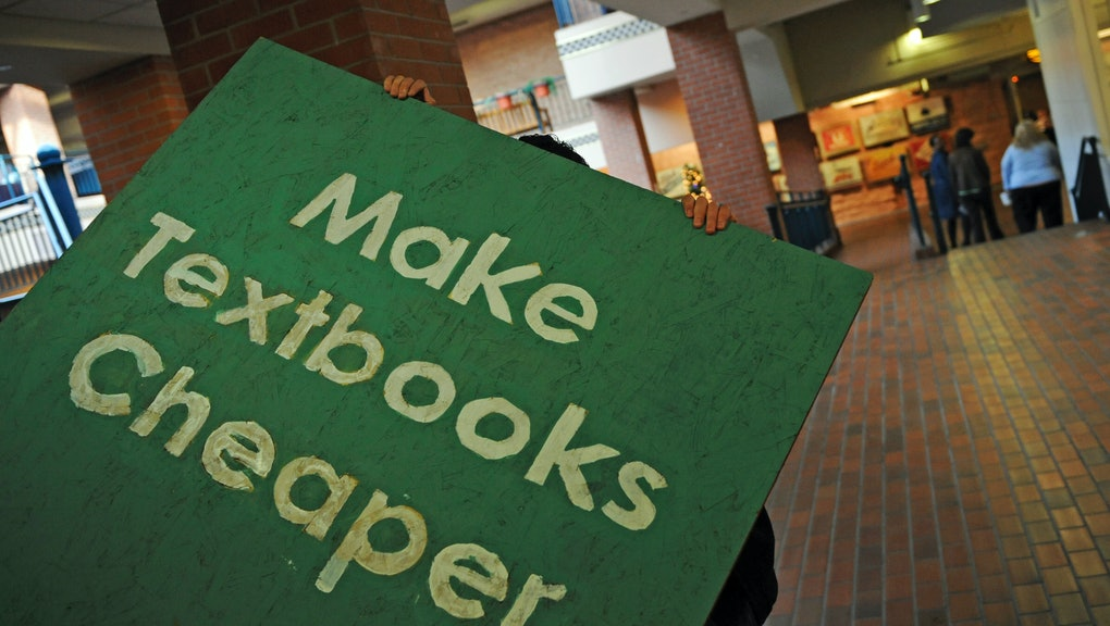 College Textbooks Are Ripping You Off But These Sites
