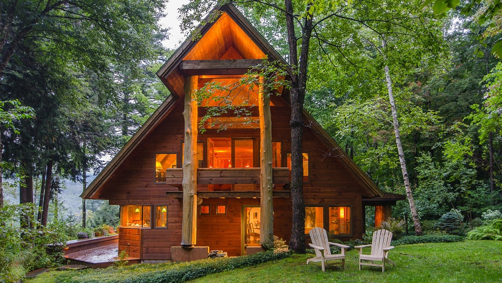6 incredible log cabin vacation rentals that are still available