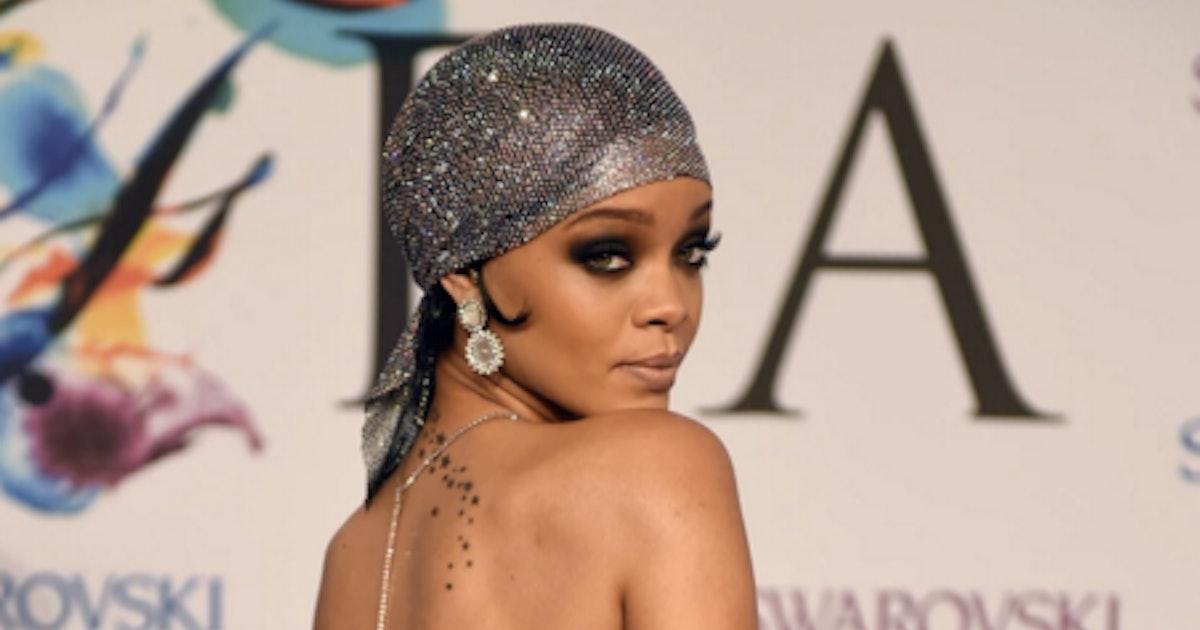Rihanna naked on island — pic 13