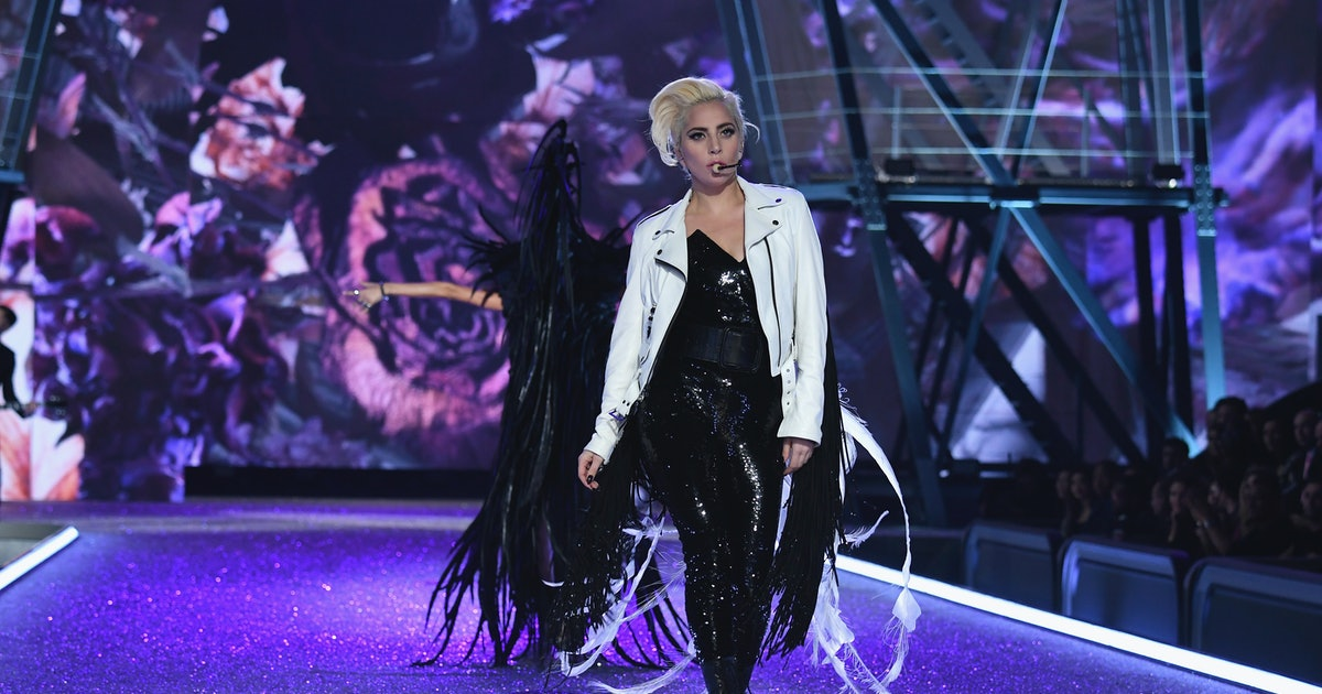 Lady Gaga Was Everyone S Favorite Angel At The 2016 Victoria S Secret Fashion Show