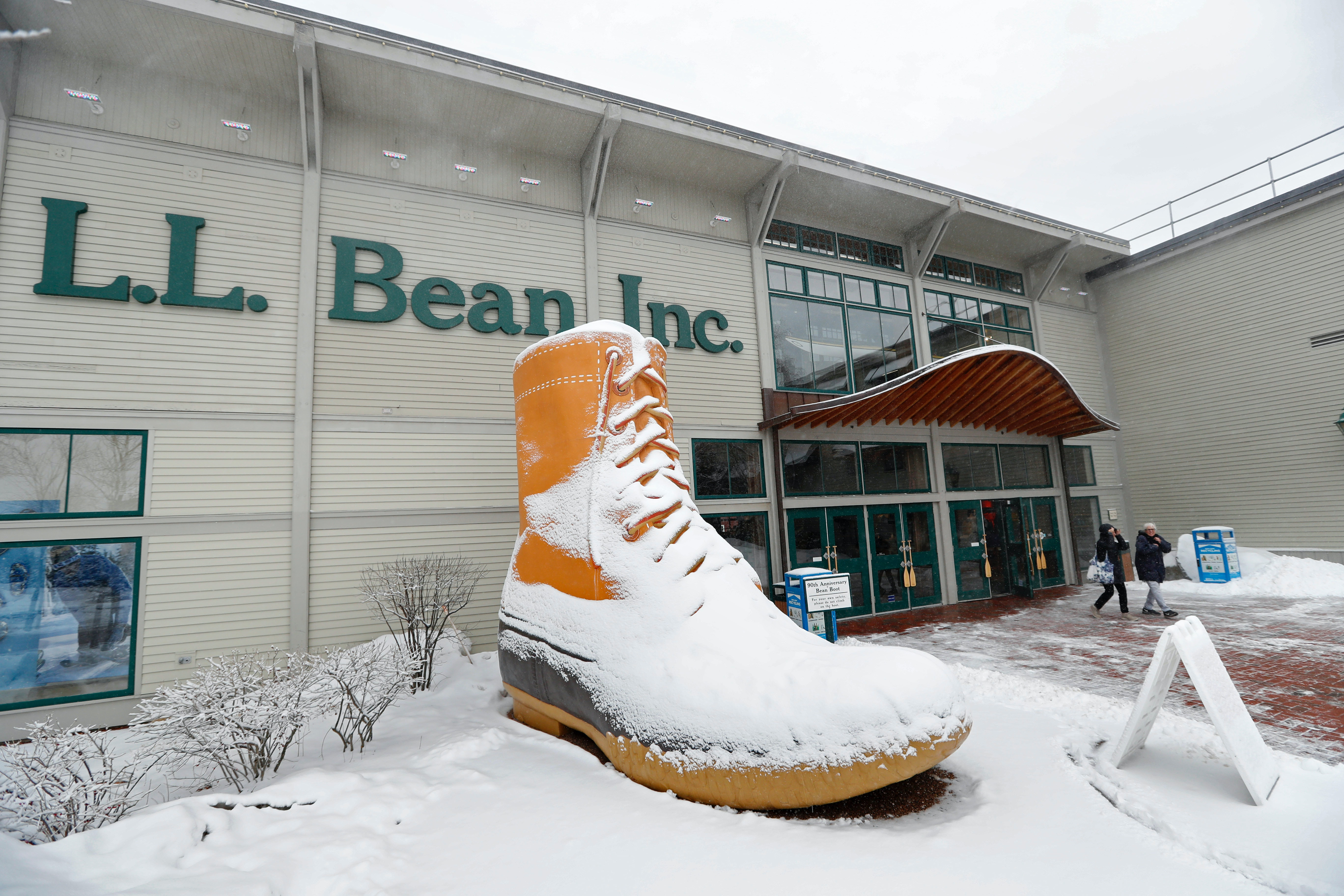 499e7073da3 LL Bean return policy ends lifetime guarantee — but these 9 stores ...