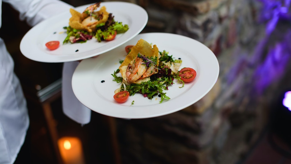 Chicken or fish? How to choose the best meal on wedding RSVP