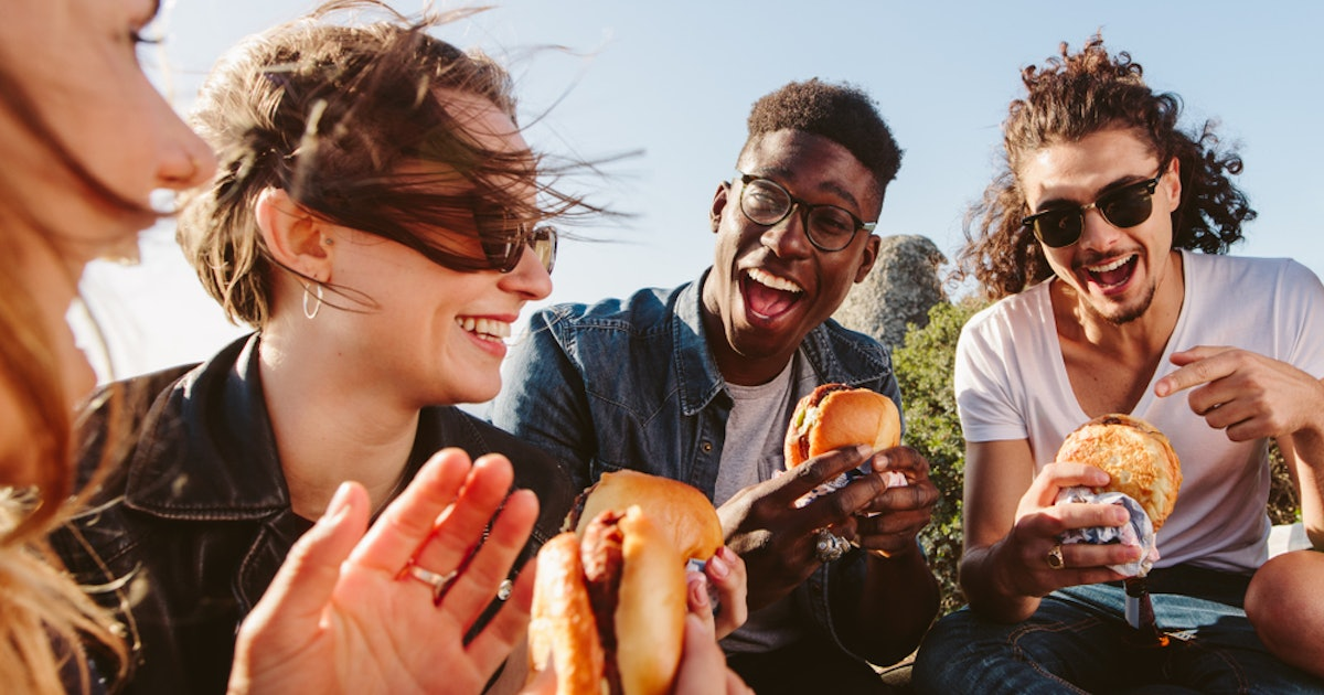6 ways to prevent food poisoning while traveling