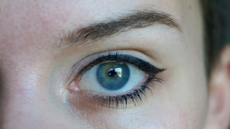 Makeup for droopy eyes   Secrets ID