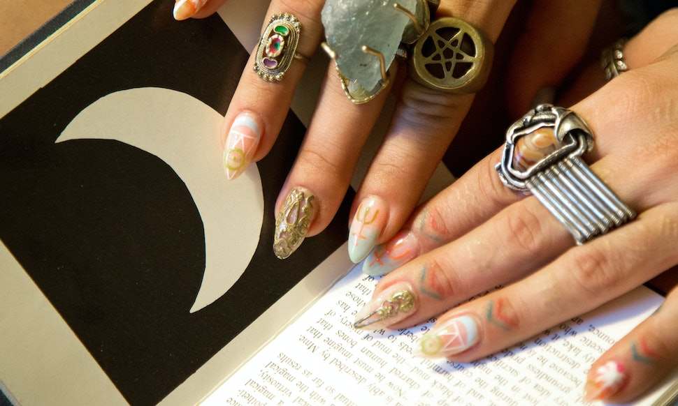 12 Zodiac Nail Art Tutorials To Match Every Astrological Sign — PHOTOS