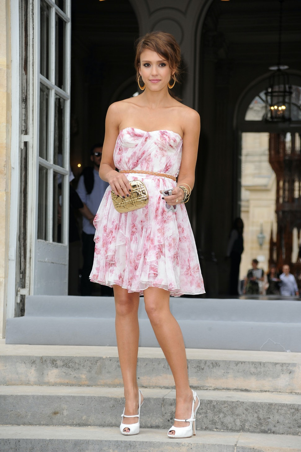 10 Hacks For Wearing A Strapless Dress That Don T Involve A