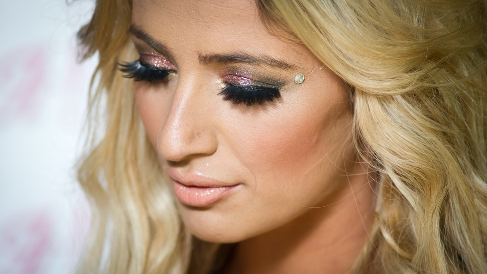 b25131d266c How Many Times You Can Reuse False Lashes, Plus 5 Ways To Make Them Last  Their Longest