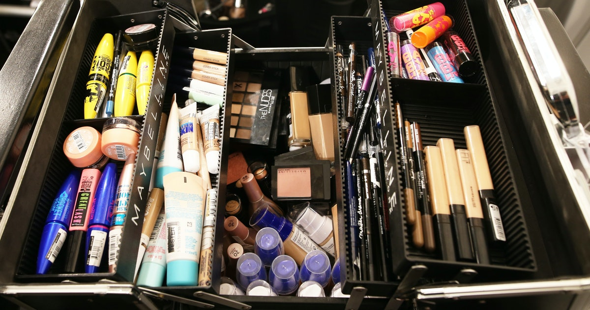 Tips For Packing Makeup When You Travel