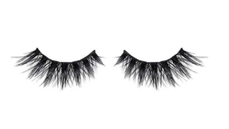 5 Tips For Taking Off Fake Eyelashes Without Damaging Your Real Ones