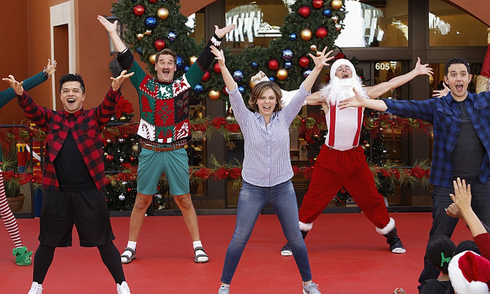 21 christmas tv episodes on netflix to keep you warm merry on the couch all dayweekend long