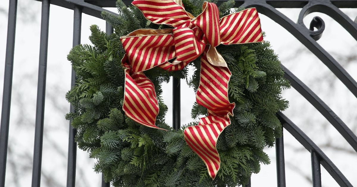 Why Do We Hang Wreaths At Christmas