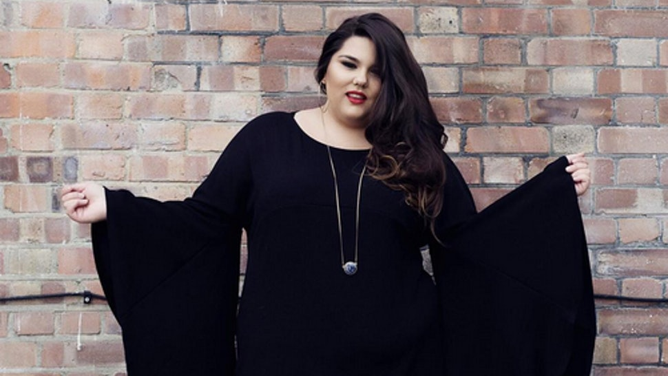 Plus Size Blogger Callie Thorpe Wore Batwing Sleeves ...