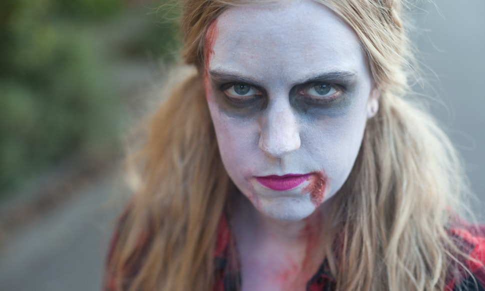 9 easy halloween makeup ideas from zombies to sexy vampires to 9 easy halloween makeup ideas from zombies to sexy vampires to daenerys from game of thrones solutioingenieria Choice Image